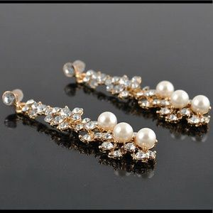 Amazing Pearl and Crystals earrings